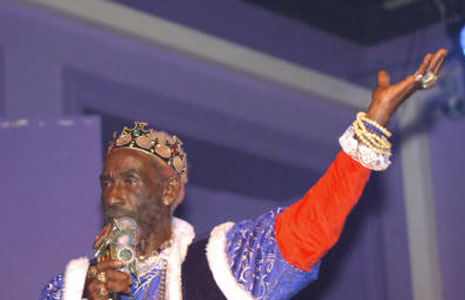 Lee Scratch Perry: Looney Orbiter in Dub The Upsetter, circling the mortal plane, chuckling and grumbling, makes a pit stop on Earth with <i>Scratch Came, Scratch Saw, Scratch Conquered</i>