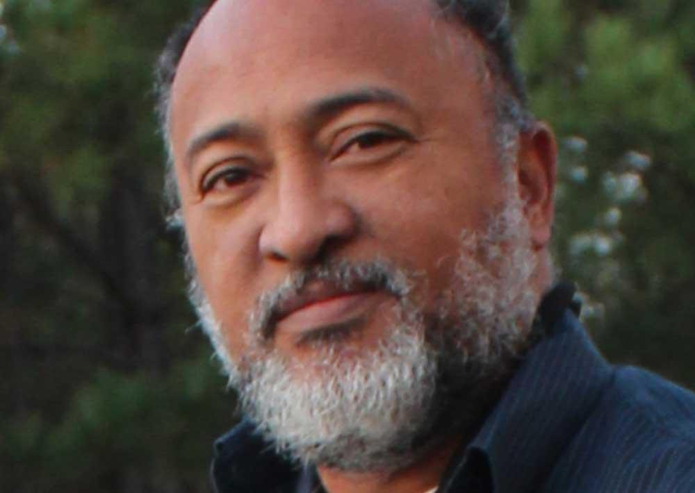 Thierry Barthole: Meticuleuse du Monochrome Le prestigieux artiste Haitien, Edouard Thierry Barthole, connu surtout pour son utilisation meticuleuse du monochrome, fait encore la Une